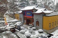 В результате снежных бурь в Китае погибли 60 человек