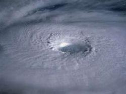 Ученые определили температуру океана, влияющую на рождение урагана