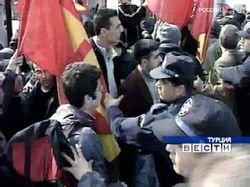 В Турции проходят многотысячные митинги