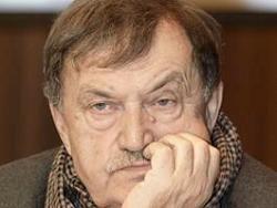 Писатель Василий Аксенов впал в кому