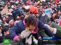 260 тысяч китайцев попытались уехать на первом поезде из Гуанчжоу