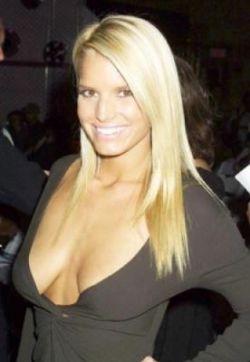Знаменитости с самой некрасивой грудью (фото)