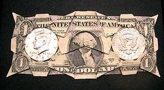 Настало время менять баксы на евро и рубли. Но не все