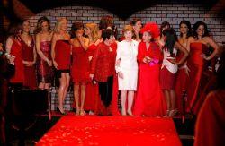 Шоу красных платьев на неделе моды в Нью-Йорке (фото)