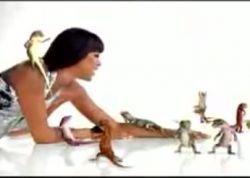 Агентство BBDO заставило Наоми Кэмпбелл танцевать с ящерицами (видео)