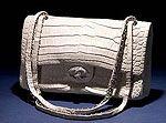 Самую дорогую в мире сумку Diamond Forever Classic Tote выпустил Дом моды Chanel