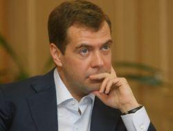 Пальто Дмитрия Медведева, купленное им за полмиллиона рублей, может стать причиной международного скандала