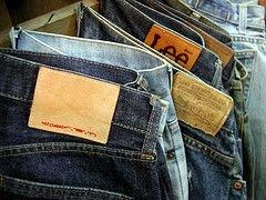 В РФ пресечен ввоз из Украины 26 тонн контрафактных джинсов