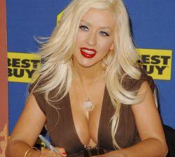 Кристина Агилера (Christina Aguilera) впервые после родов появилась на публике (фото)