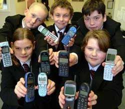 Мобильники рождают тайный язык тинейджеров