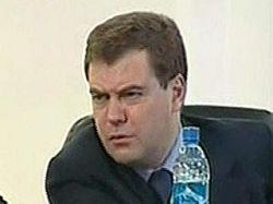 Преемнику Дмитрию Медведеву ищут подвиг: он должен публично помочь отдельно взятому гражданину и стать героем