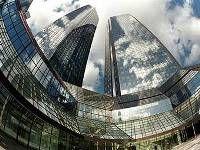 Deutsche Bank потерял половину прибыли