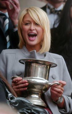 Пэрис Хилтон (Paris Hilton) получила премию от Гарвардского университета (фото)