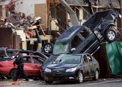 Последствия торнадо в США (фото)