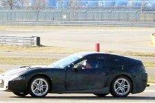 Ferrari испытывает новый 450-сильный суперкар