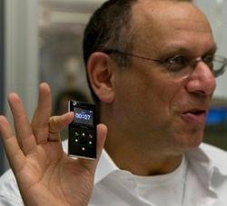 Самый маленький телефон в мире Modu едет в Россию