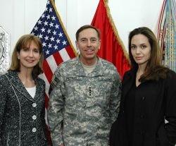 Анджелина Джоли (Angelina Jolie) посетила Ирак (фото)