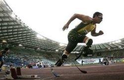 Спортсмен без ног показал второй результат на дистанции 400 метров (видео)