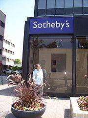 Владелец снятых с аукциона Sotheby's советских орденов требует компенсации