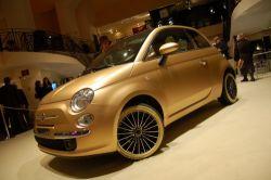 Золотой Fiat 500 представлен в Риме