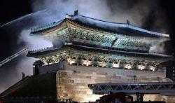 В Сеуле сгорели знаменитые ворота Намдэмун (фото)