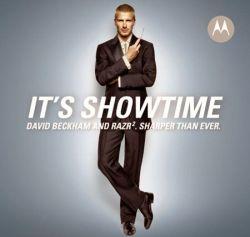 Пользователи в Сети отрезают голову Дэвиду Бекхэму и популяризируют телефоны Motorola (видео)