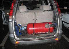 Установив газовый баллон в багажнике автомобиля, можно сэкономить деньги