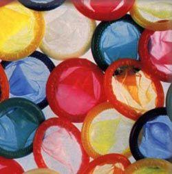 Перед Днем влюбленных ученые развенчали мифы о презервативе