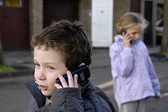 Мобильники помогут защитить ребенка