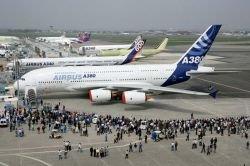 Самый большой самолет в мире Airbus A380 тюнингуют золотом