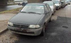 В Риге дорожники заасфальтировали автомобиль