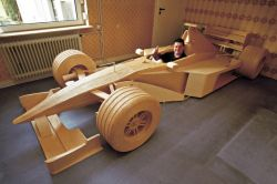 Гоночный Мерседес McLaren из спичек (фото)
