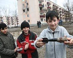 Об опасности неразорвавшихся мин жителей Чечни предупреждают иностранцы, а не местные власти или военные