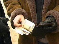 Женщина отдала 100 000 рублей, чтобы помочь своему несуществующему сыну, попавшему в ДТП