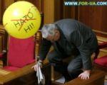 В Украине «регионалы» принесли шарики и снова блокируют трибуну Верховной Рады