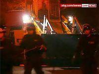 Британские полицейские попали в дом наркодилера с помощью экскаватора