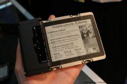 Инновационный телефон-свиток Readius от Polymer Vision появится к концу 2008 года (фото)