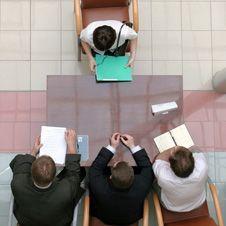 Хотите работать у лучших работодателей? Готовьтесь к длительному отбору и учите английский
