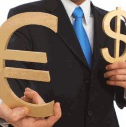 Эксперты: финансовый кризис спровоцирует резкое падение евро