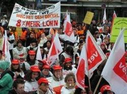 В Германии началась массовая предупредительная забастовка госслужащих