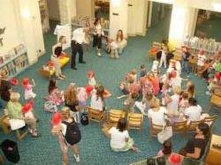 Шведским дошкольникам запретили носить разноцветную одежду