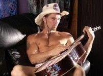 Голый гитарист обвинил M&M\'s в плагиате