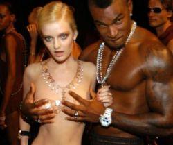 Модель года Лидия Херст продемонстрировала на показе золотое бикини стоимостью 30 000 000 $ (фото)