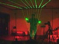 Умелец создал лазерную арфу