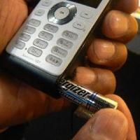 Philips придумали телефон 9@9j, работающий от батарейки