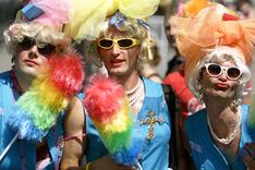Гомосексуалисты потребовали права носить оружие