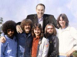 Основатель группы Boston Том Скольц запретил Майку Хаккаби играть свои песни