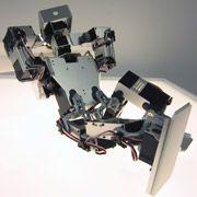 Новый робот-андроид разыгрывает сценарий сна владельца