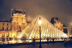 Лувр переходит на медиа-гидов