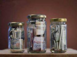 Доля сбережений в денежных доходах населения продолжает снижаться
